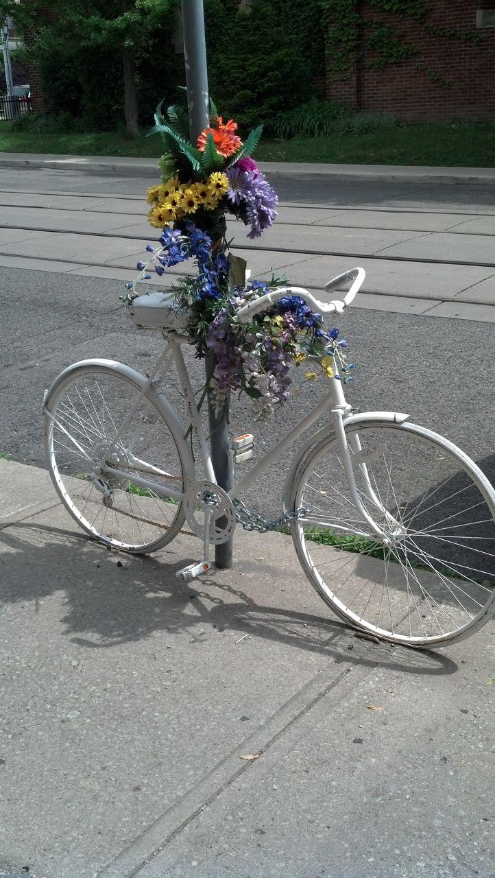Ghost bike on Wychwood Avenue